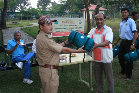 18378105970Distribution of sleeping bag by SEC.NEWS
